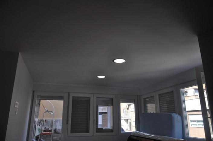 luces instaladas en el techo