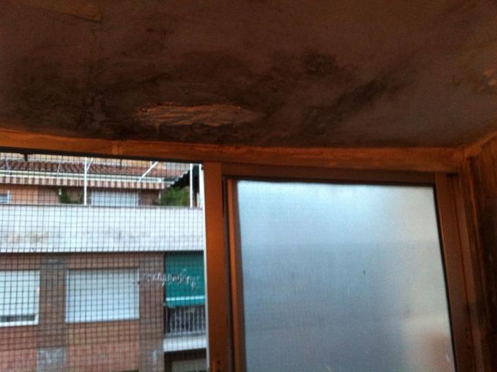 reparación de humedad en el techo